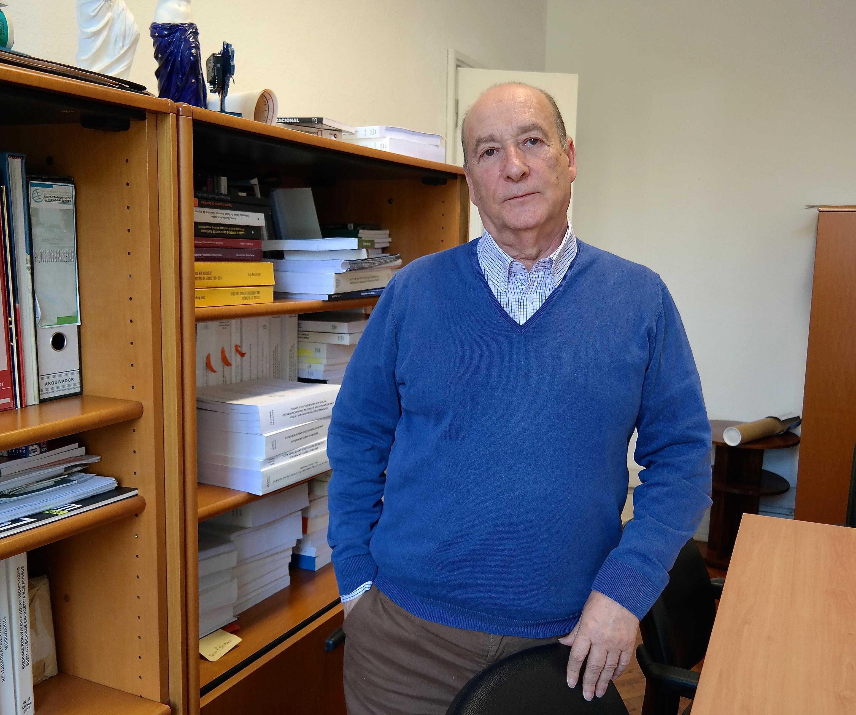 Mário Caneva Moutinho no seu gabinete de trabalho